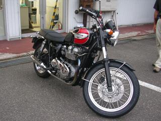 トライアンフ・ボンネビルT100
