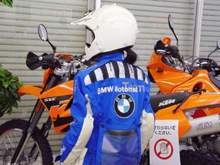 BMWラリースーツ背中