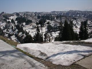 雪解けの山