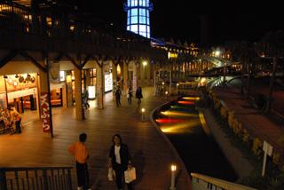 夜のドルフィンポート