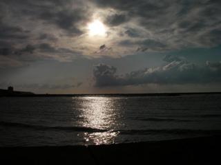 日の沈んだ海