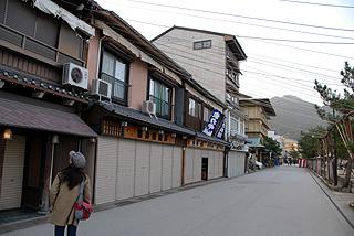 朝の商店街
