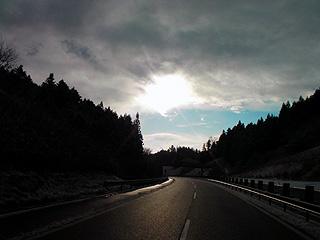 朝のハイウェイ