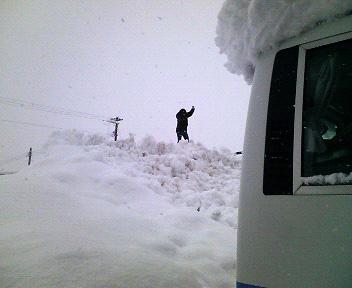 駐車場の雪山