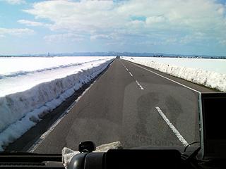 雪解け道路