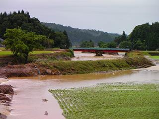 沖布橋と決壊した田んぼ
