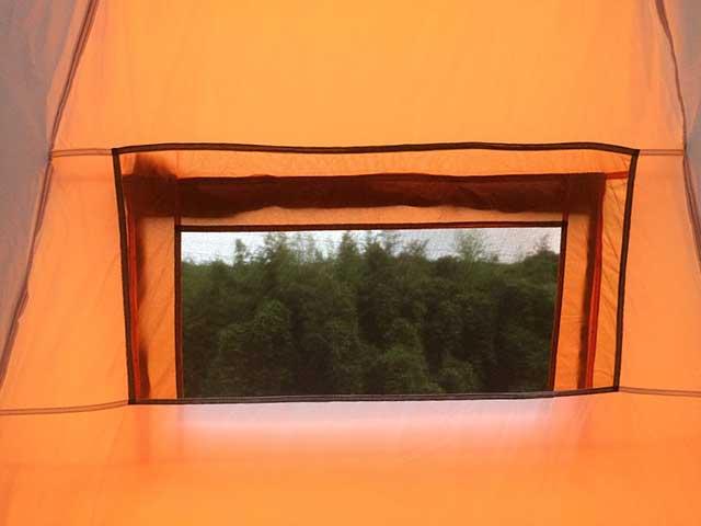 テントの窓